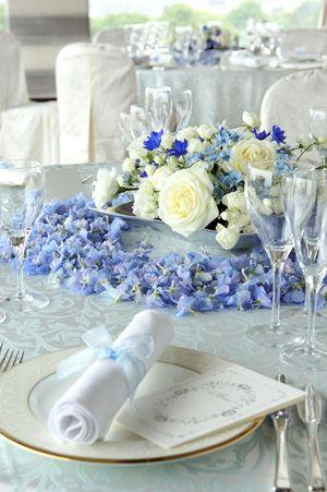 珍しい青い装花を使った爽やかなイメージの飾り付け♪ 国内リゾートでの結婚式のアイデア一覧。ウェディング・ブライダルの参考に。