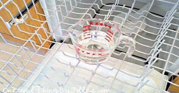 3 Πανεύκολοι Τρόποι για να καθαρίσετε γρήγορα το Πλυντήριο Πιάτων σας.