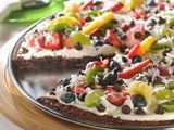 Fruit pizza with brownie crust