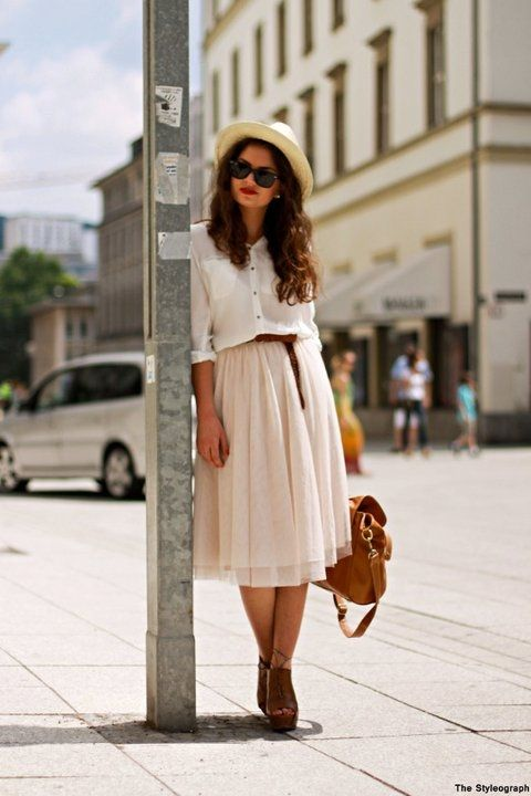 .Midi Skirts, Summer Outfit, Style, Vintage Fashion, Brown Bags, White Shirts, Summer Skirts, Fall Outfit, Bus Stop