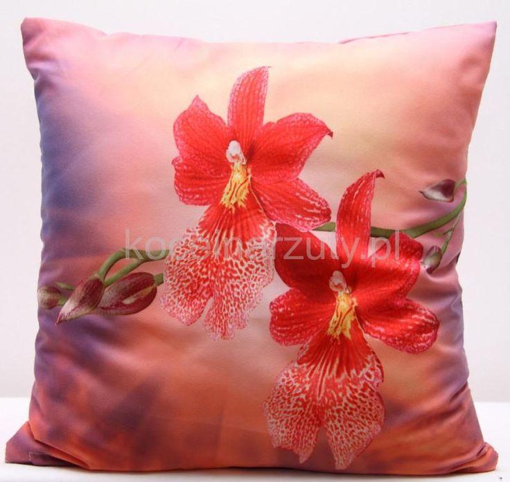 Różowe poszewki na poduszki w czerwone kwiaty
