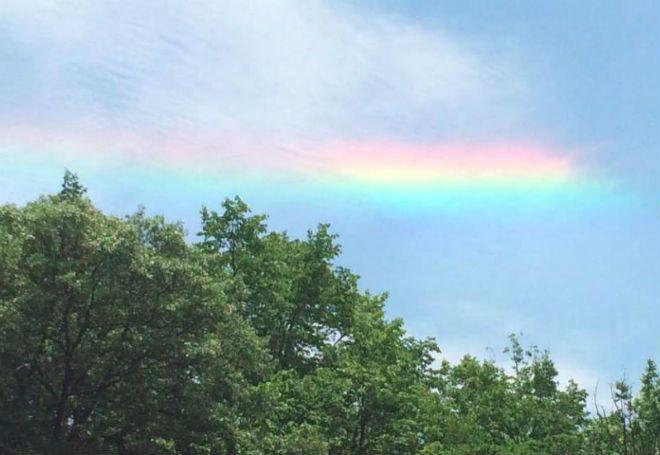 Небо над городом Очо-Риос, расположенном на северном побережье Ямайки, на минувшей неделе украсили радужные облака. Удивительное зрелище удалось запечатлеть на фото туристке Бекки Даннинг из США, которая затем разметила снимок на своей странице в социальной сети Facebook.