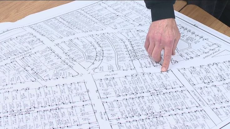A University of Michigan Flint professor has finished mapping the city's lead lines and has turned his information over to Mayor Karen Weaver.