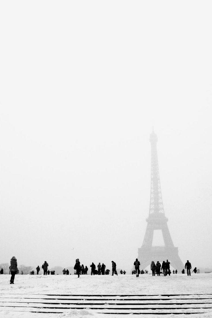 Snowy Paris - by Zuzana Hnidkova