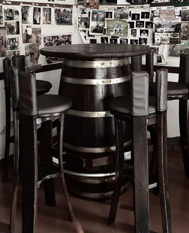 Tavoli E Sgabelli Per Bar.Tavoli E Sgabelli Per Bar E Pub In Legno Per Info 0547