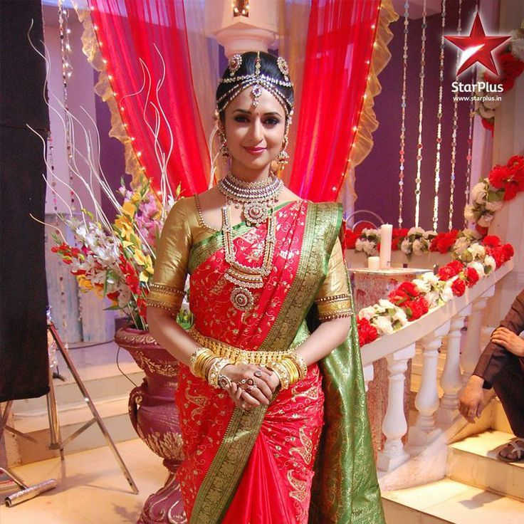 Actress Divyanka Tripathi wearing a Tamil style Saree