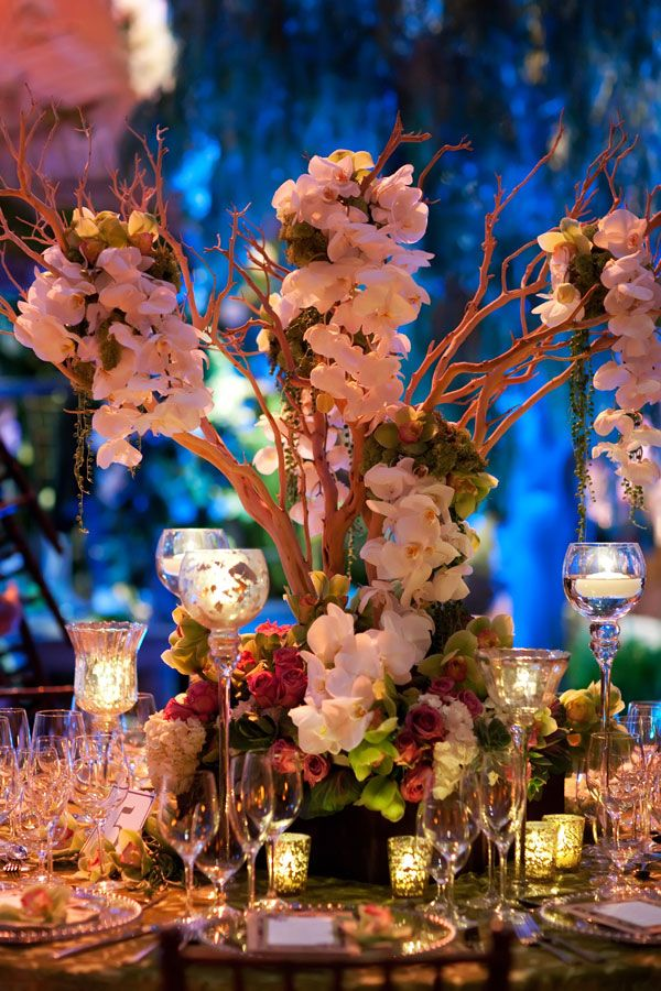 incredible tablescape!Branches Centerpieces, Cherries Blossoms, Tall Centerpiece, Flower Centerpieces, Tables Centerpieces, Gardens Wedding, Pink Rose, Wedding Centerpieces, Center Piece