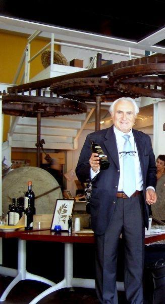 """Unser extra natives Olivenöl """"Masseria Don Vincenzo"""" von Tenuta Zimarino Masseria Don Vincenzo ist bei bester Gesundheit! Unser Öl ist authentisch Frucht der Erde Abruzzen 100%. Jede Flasche Olivenöl extra vergine ist nummeriert und kommt mit Verriegelung Anti-Fälschung, um die gesamte Kette von nativem Olivenöl extra zu schützen und machen es noch einen sicheren Konsum dieser wertvollen Produkt, wodurch der Inhalt der Flasche vor Fälschung."""