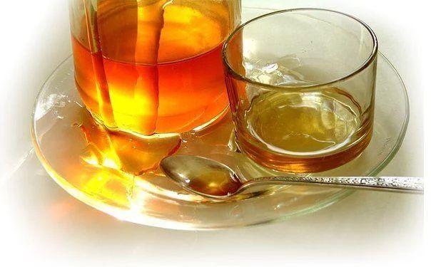 Фото: Мед, смешанный с холодной водой, - уникальный полезный напиток! Советы смотрите под фото и ставьте Класс!, чтобы сохранить их на своей страничке! Медовая вода – это поистине потрясающее средство, которое доступно абсолютно каждому. Положительное влияние медовой воды на организм невозможно переоценить.  ●Одну чайную ложку меда развести в стакане сырой воды. Получаем 30% раствор меда, который по составу идентичен плазме крови. Мед в сырой воде формирует кластерные связи (структурирует…