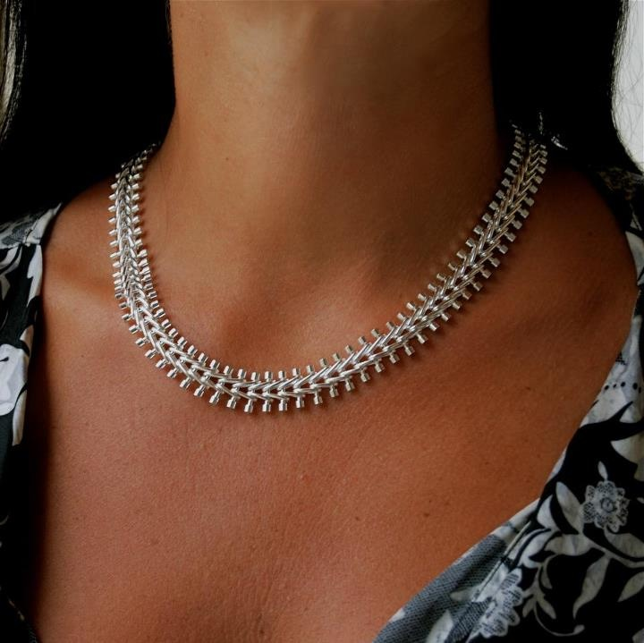 EasternElements new product launch - Sterling Silver Isabella Necklace, measures approx 18 inches/45.72 cm.    The understated link design connects sterling miniature bars and fastens with a claw clasp.  This stunning necklace is available now at eastern-elements.com.au