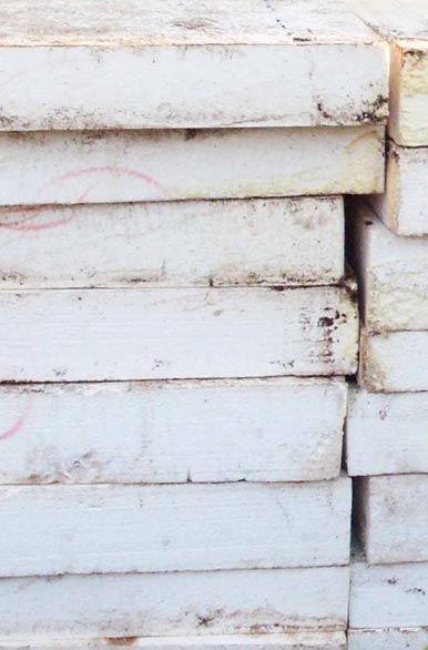 """Ausgediente Dämmplatten aus Polystyrol müssen nach Informationen der NDR Doku-Reihe """"45 Min"""" künftig als Sondermüll behandelt werden. Der Rückbau einer Wärmedämmung mit dem am häufigsten verwendeten Dämmstoff dürfte sich dann für Hausbesitzer erheblich verteuern."""