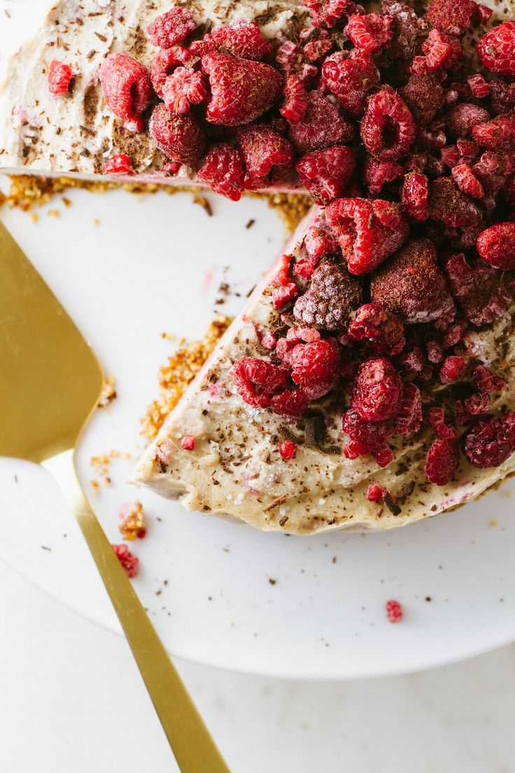 No-Bake Raspberry Vegan Cheesecake recipe features a cashew filling with raspber…