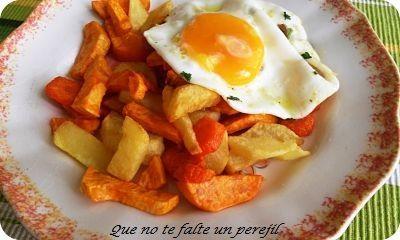 """"""" Que no te falte un perejil """": Papas, zanahorias y boniatos fritos con huevo."""