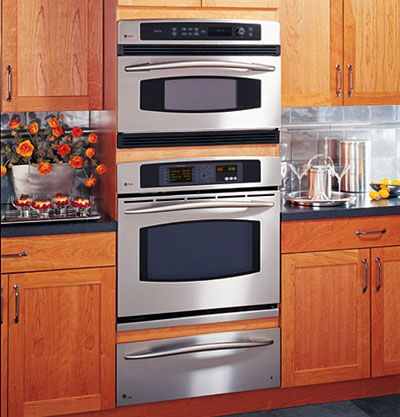 A double oven at a decent height with an eye level grill for Eye level oven kitchen designs