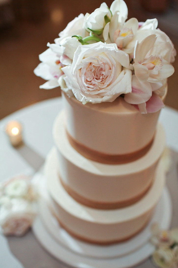 The Rasers Photography. Vale of Enna flowers. Rookery. Garden Rose. Ranunculus. Cymbidium Orchid. Cream and Blush Pink. Cake. Chicago Wedding.