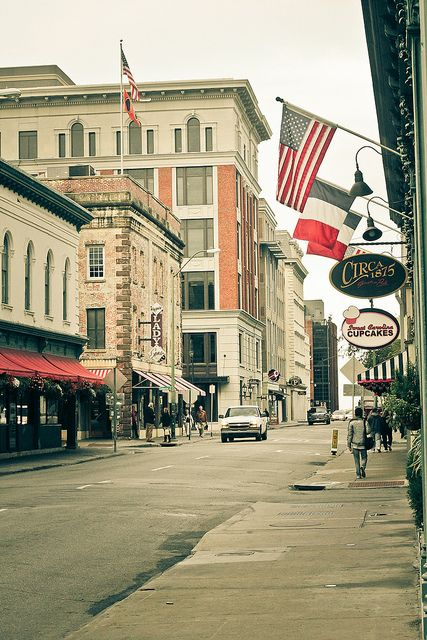 Savannah, Georgia's historic district {I loved Savannah, it would be great to visit again}