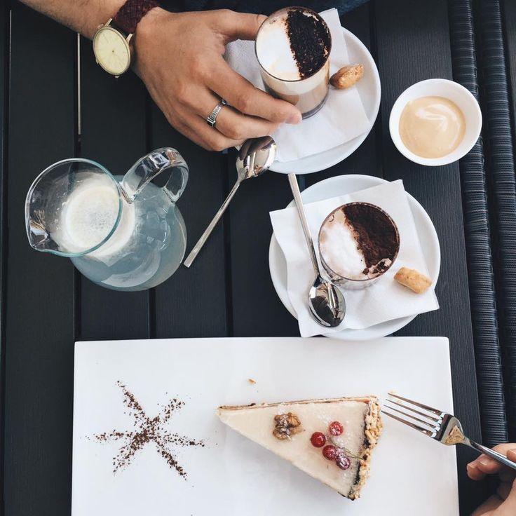 It's coffee o'clock)