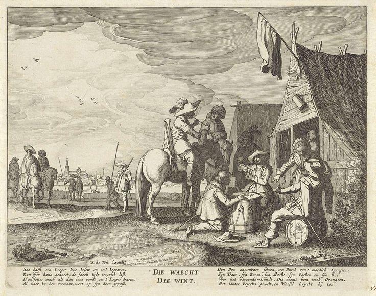 Anonymous | Soldaten voor een herberg, Anonymous, Frederik de Wit, 1633 - 1706 | Voor een herberg spelen twee soldaten een kaartspel op een trommel. Rechtsvoor zit een pijprokende soldaat op een vat. Naast hem staat een jonge vrouw. Bij de kaartspelers zitten twee soldaten rokend en drinkend te paard. Links nog enkele soldaten en in de verte een stadsgezicht. Onderaan een achtregelig gedicht in het Nederlands.