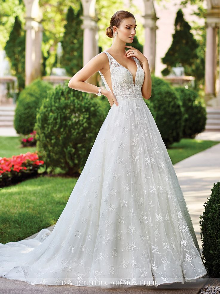Elegant s Bridal Gowns With A Retro Feel