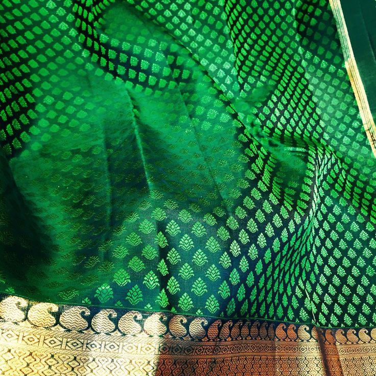 Green silk saree Kanjipuram - pattu saree Lightweight Mahalakshmi silks