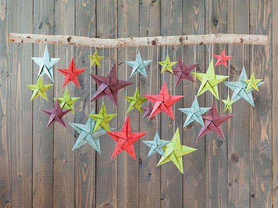 mobile origami facile en étoiles origami en couleurs et branche:                                                                                                                                                                                 Plus