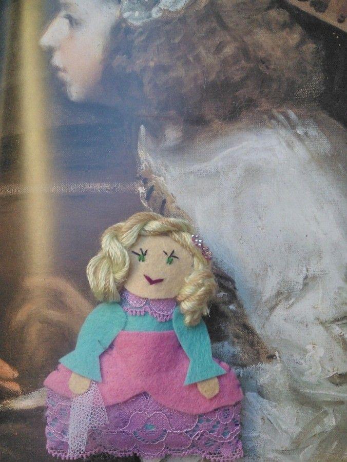 Muñequita menina en fieltro