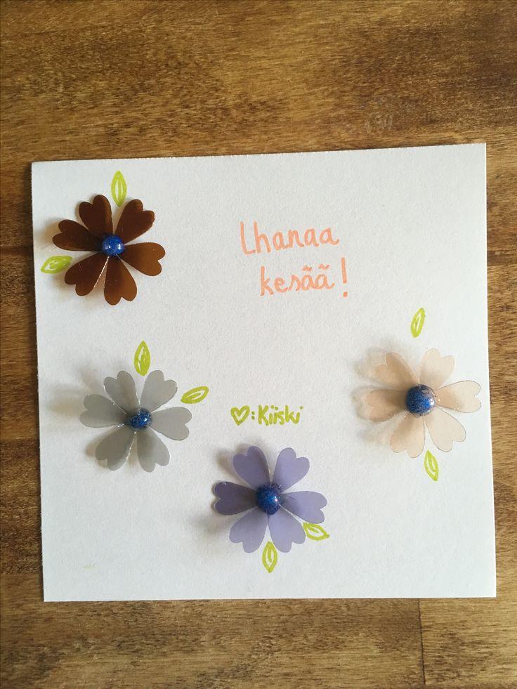 Kesä, kortti, hauskaa kesää, summer, card, diy, have a nice summer, 2017, kierrätetyt skyr-kannet, kuvioleikkuri, shape cutter, kukat, flowers, ihanaa kesää