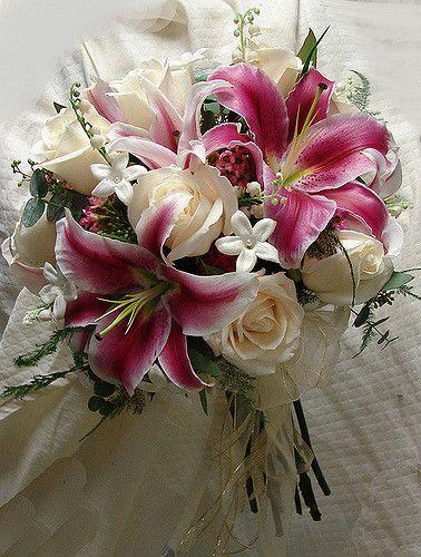 Rose and Stargazer Bouquet | Cream Roses, Stargazer Lily, St… | Flickr