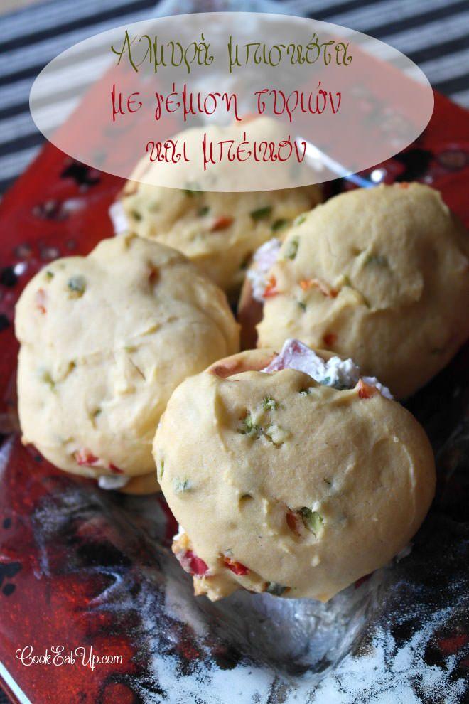 Συνταγή: Αλμυρά μπισκότα με γέμιση τυριών και μπέικον ⋆ CookEatUp