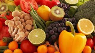 Fruit and veg: For a longer life eat 10 a day - BBC News