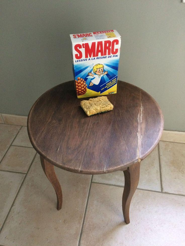 Comme promis, voici le tuto de la petite table présentée précédemment. La préparation est une étape qu'il est important de soigner. Poncer avec du papier de verre au grain fin puis lave…