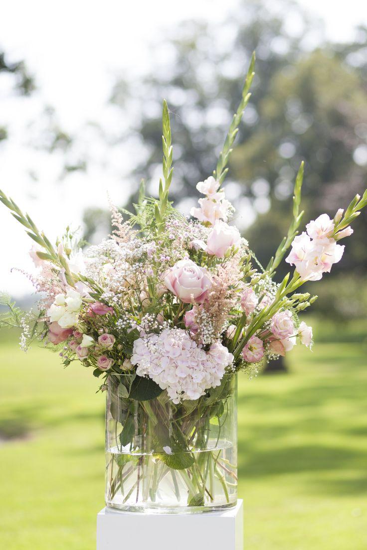 Bloemen maken een buitenhuwelijk nog sfeervoller in de tuin van Buitenplaats Amerongen