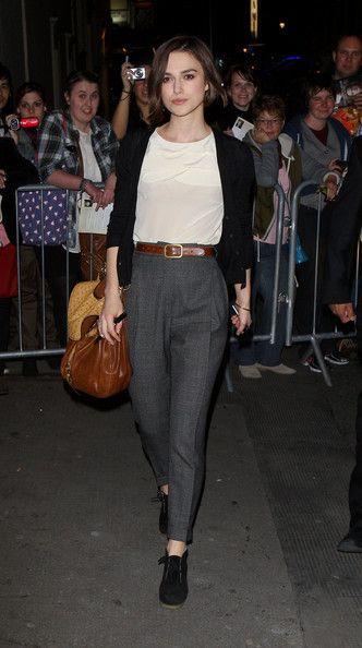 Keira Knightley: look simples e elegante para trabalhar