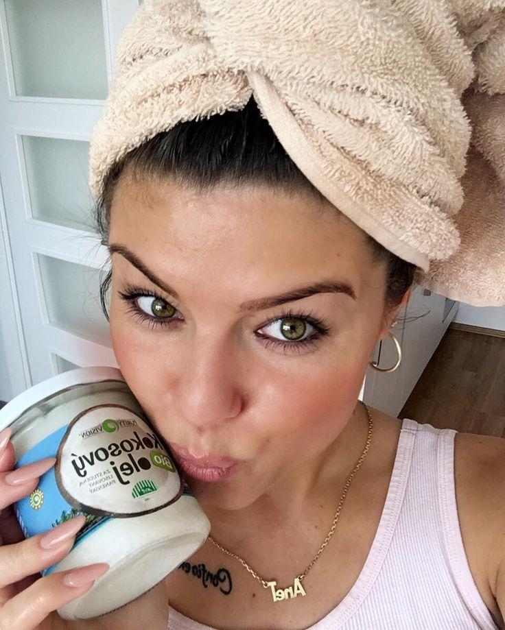 Funny aneb kokos na palici kokos všude Tento úžasný bio kokosový olej užívám na kuchtení na tělo a teď už i na vlasy jako masku a vlásky jsou po nich krásně výživené a pevné. Zakoupíte v DM Krásný den lásky #me #girl #selfie #czech #czechgirl #brunette #hair #mask #coconut #bio #tflers #tagsforlikes #picoftheday #tagsforlikes #instalike #instagood #likeforlike #likes #like4like #likealways #likeback #healthy #lifestyle #fit #fitness #funny #love by gia_any_dkny_official