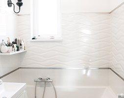 Biało czarna łazienka - Średnia łazienka z oknem, styl klasyczny - zdjęcie od EnDecoration