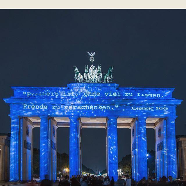 Erneut Wird Berlin Zur Grossten Open Air Galerie Der Welt Die Bedeutendsten Wahrzeichen Bauwerke Und Fotografie Workshop Fotografieren Lernen Hobby Fotografie