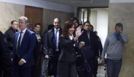 TN POLÍTICA Procesaron a Cristina Kirchner por la causa del dólar futuro Es por el delito de administración infiel en perjuicio de la administración pública. También procesaron al exministro de Economía, Axel Kicillof y al expresidente del Banco Central. Viernes 13 de Mayo de 2016 | 16:41