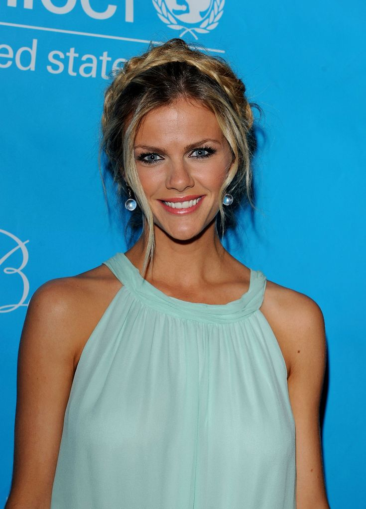 Brooklyn Decker Pictures ( image hosted by hawtcelebs.com ) #BrooklynDeckerMeasurements #BrooklynDecker #heightweightfeet