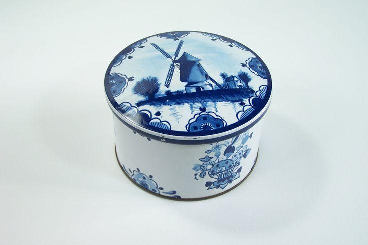 Boite métal ronde décor bleu de Delft moulins de Hollande vintage de la boutique MyFrenchIdeedAntique sur Etsy