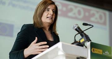 """La ministra de Empleo y Seguridad Social, Fátima Báñez, ha calificado hoy de """"ejercicio de responsabilidad"""" la decisión del Gobierno de no revalorizar este año las pensiones conforme al IPC."""