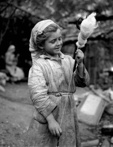 Γνέσιμο μαλλιού στον Όλυμπο 1955. http://takis.tloupas.gr