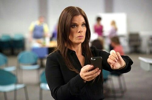 "Esposa do troféu - Season 1 - ""Os Minutes"" - Marcia Gay Harden"