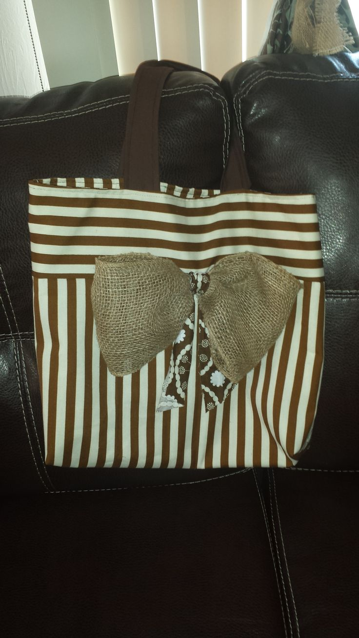 bolso reversible . lazo hecho en tela de saco