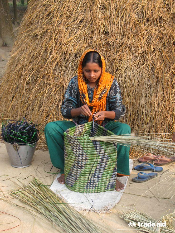 Artisan Hasna working for Goshiwari Handicrafts - fair trade - handmade change
