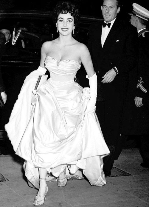 """Elizabeth Taylor and husband Michael Wilding attend the premiere of """"Ivanhoe"""" in London, June 1952."""