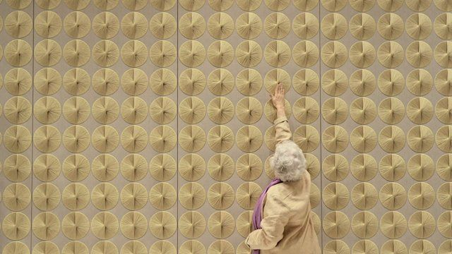 Sheila Hicks: Begin With Thread.     In 1967, Sheila Hicks created two original tapestries for the Ford Foundation's auditorium and boardroom. After nearly 50 years, she re-created them at her atelier in Paris.