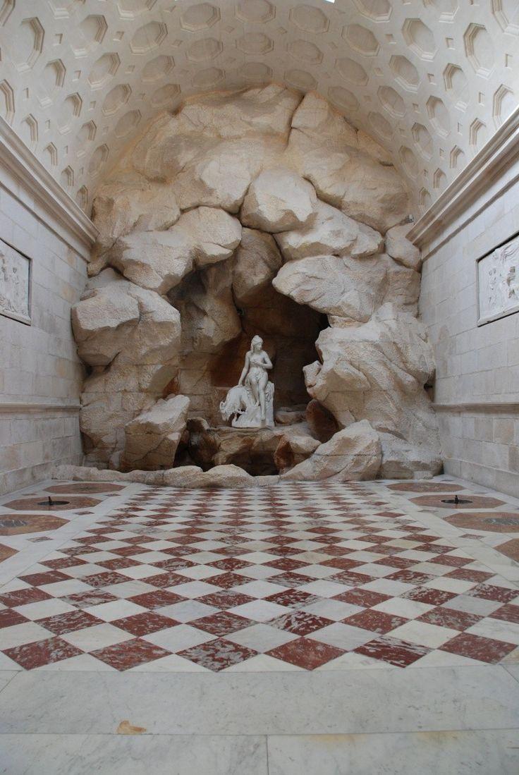 Le domaine de Rambouillet La nymphe Amalthée menant boire au ruisseau la chêvre de jupiter  du sculpteur Pierre Julien