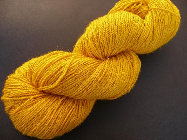 I used turmeric powder and the sun to dye some superwash sock yarn.     http://biocurmin.blogspot.com/2013/03/tac-dung-cua-nghe-trong-dieu-tri-viem-hang-vi-da-day.html