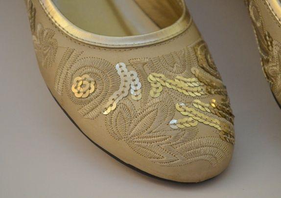 Beige gyldne sko med lav hæl 38
