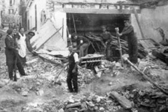 La masacre del mercado de Alicante. Se cumplen 76 años de uno de los bombardeos más sanguinarios de la Guerra española contra el fascismo. El 25 de mayo de 1938, la aviación fascista asesinó a más de 300 personas y dejó heridas a más de mil en un bombardeo de castigo a la población civil.